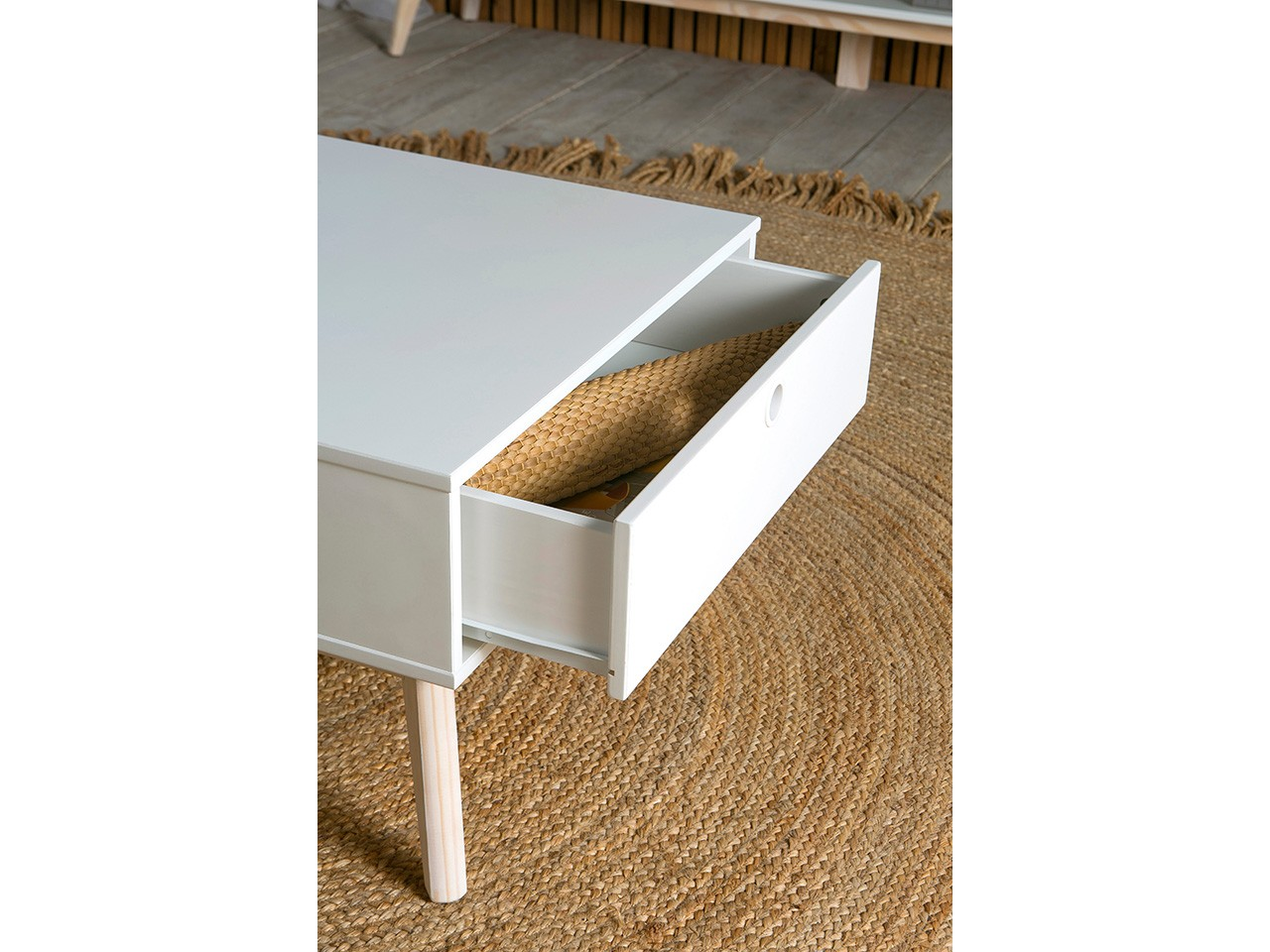 Muebles para tv modernos the image kid for Imagenes recibidores modernos