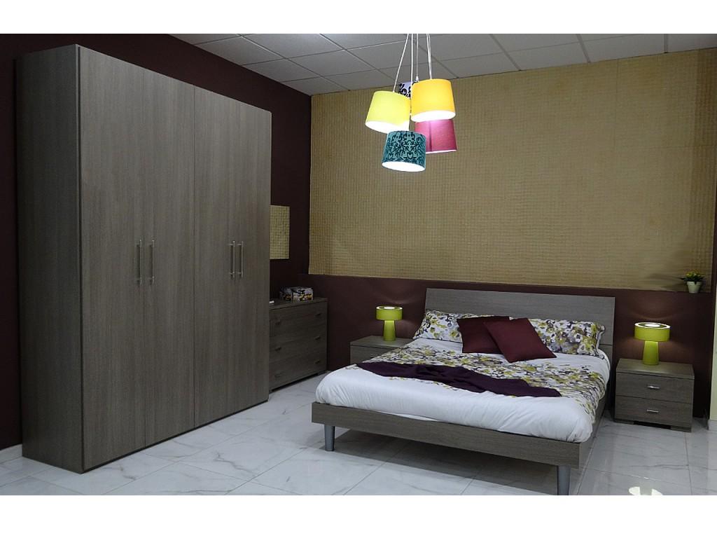 Atr vete con una decoraci n en color mostaza for Pared de habitacion decorada