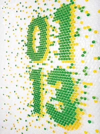 Decoración con burbujas de plástico con forma de letras y números