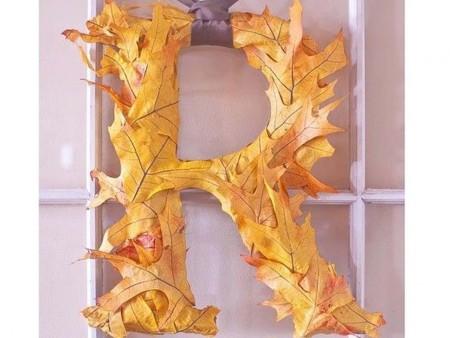 Cómo decorar letras con hojas secas