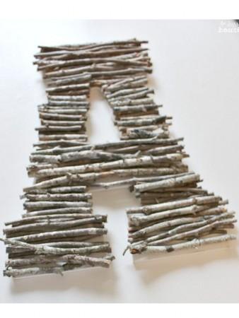Decoración con letras con palitos de madera