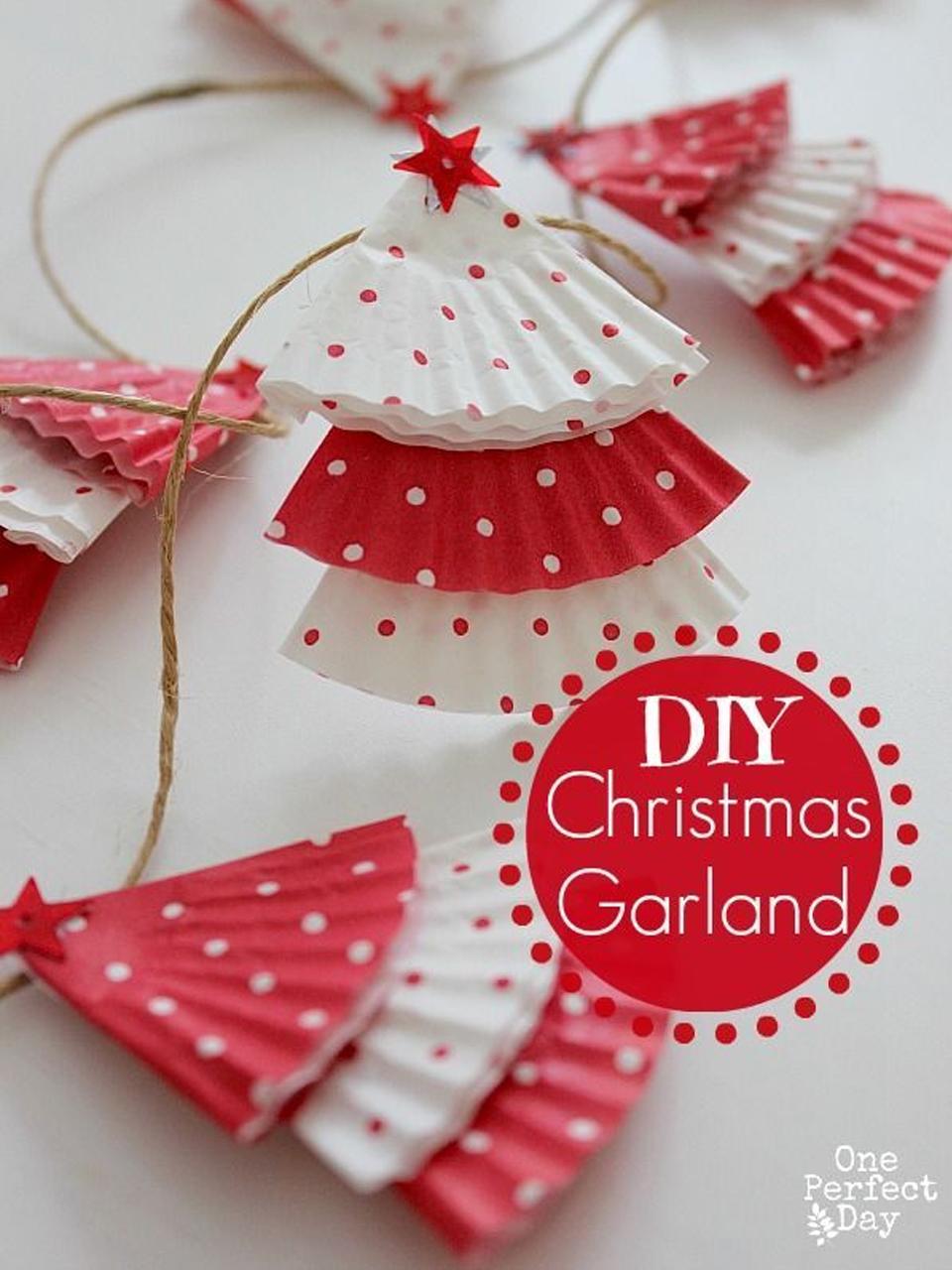 11 divertidos ejemplos de decoraci n navide a reciclada - Hacer decoracion navidena ...