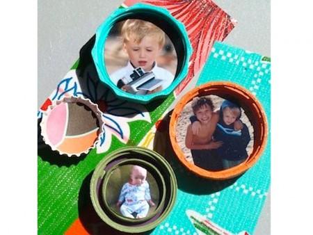 marcos de fotos con tapones de plástico