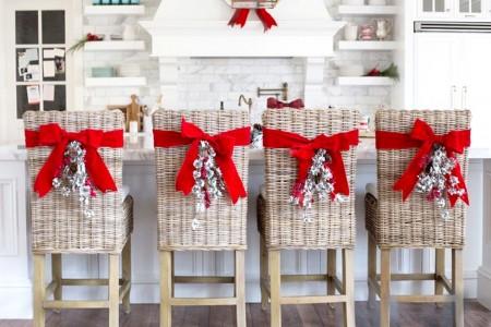 9 sillas decoradas de navidad que te inspirar n - Adornos navidenos para sillas ...
