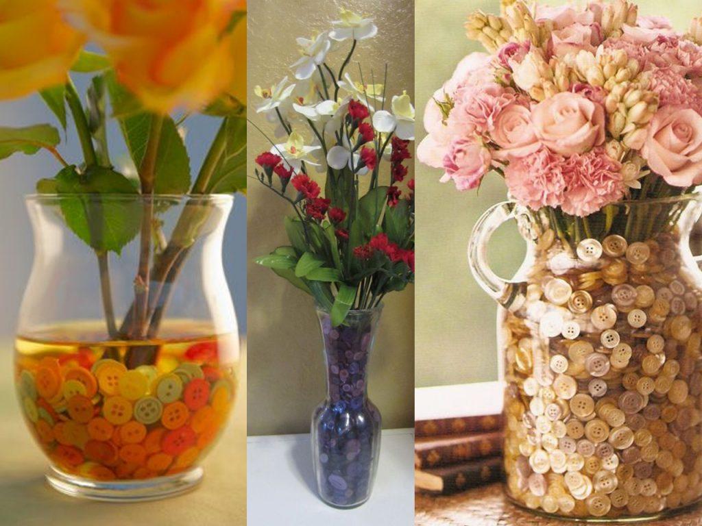 jarrones de flores con botones de colores
