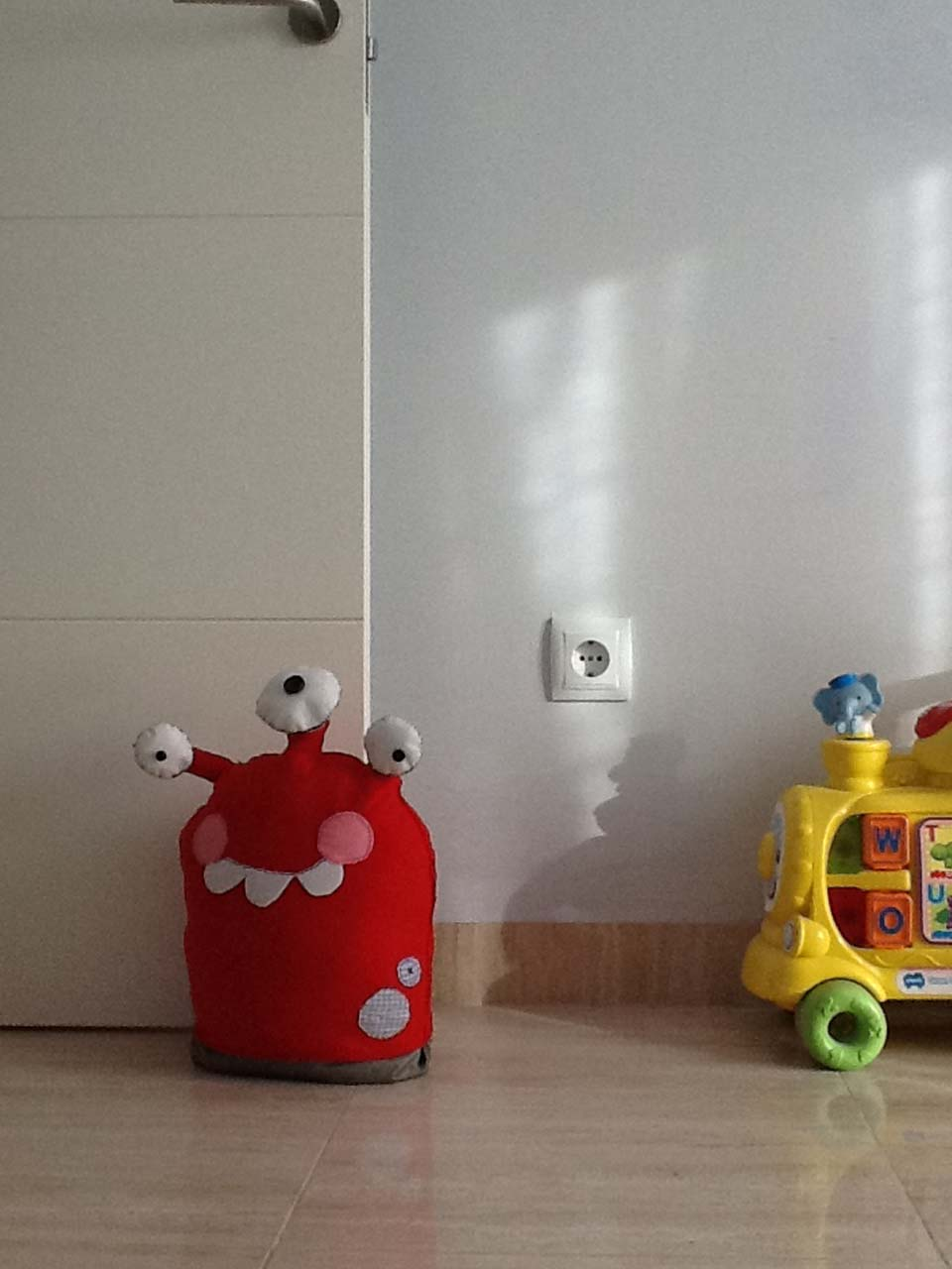 12 manualidades molonas de decoraci n infantil con fieltro for Decoracion hogares infantiles