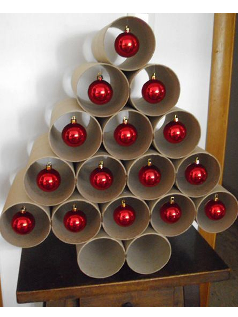 11 divertidos ejemplos de decoraci n navide a reciclada for Cosas de casa decoracion navidena