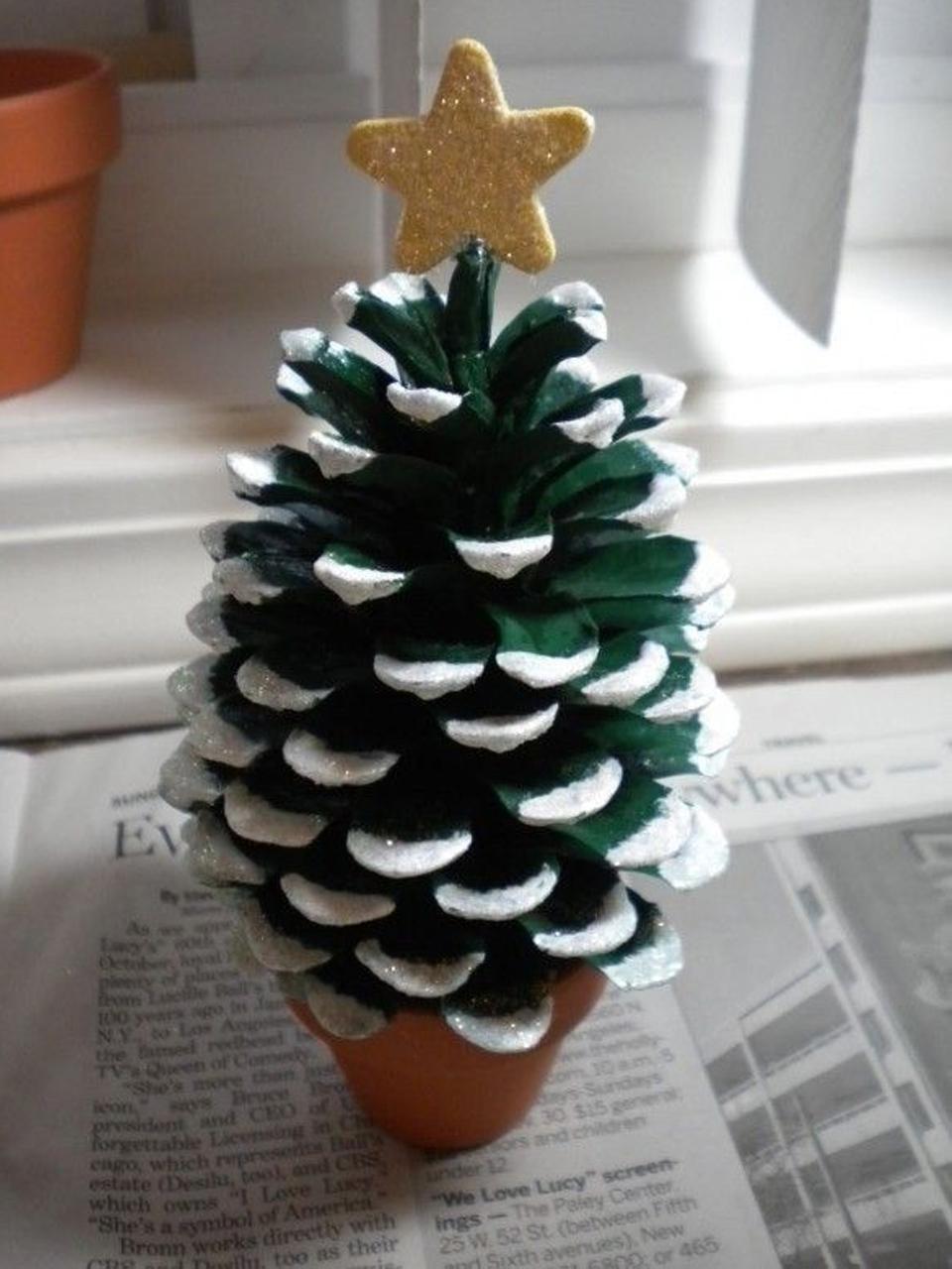 11 divertidos ejemplos de decoraci n navide a reciclada for Cuales son los adornos navidenos