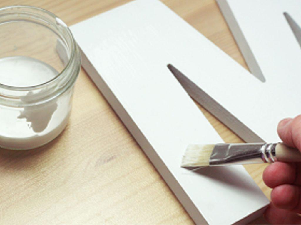 cómo decorar con letras de madera
