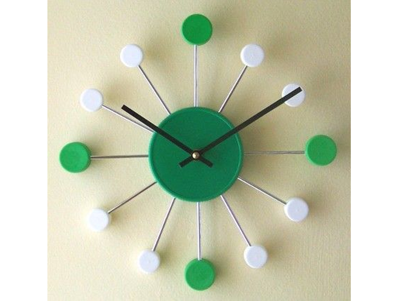 12 ideas para la decoraci n con tapones de pl stico - Decoracion relojes de pared ...