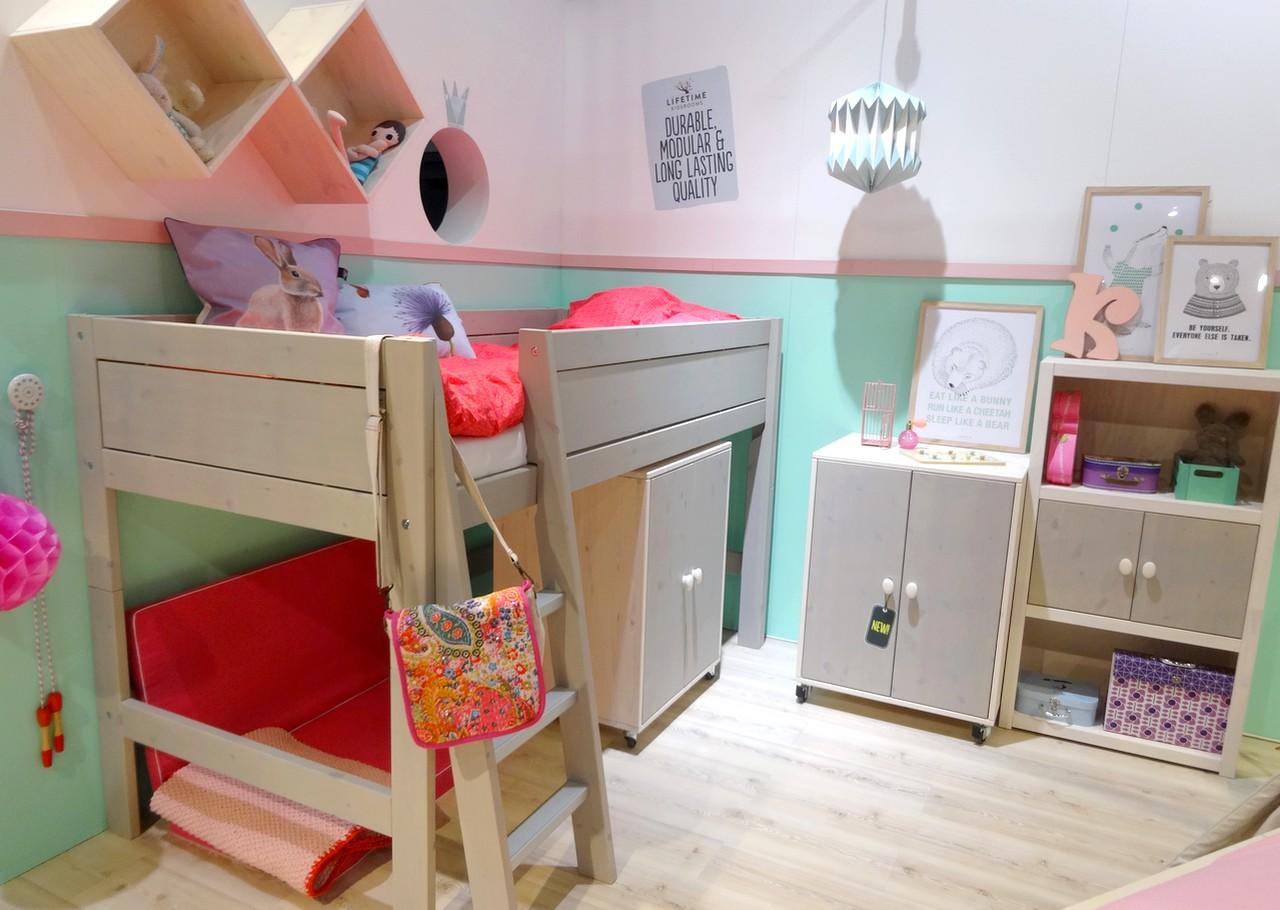 La decoraci n con molduras en casa vuelve a ser tendencia - Habitaciones con friso ...