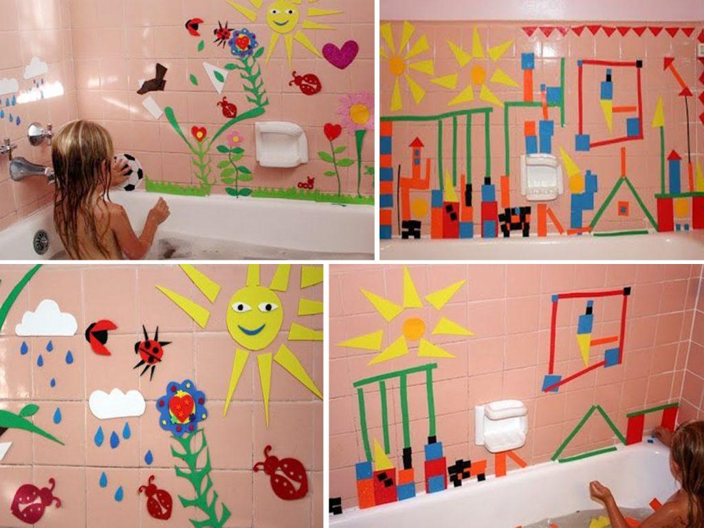 Los niños y niñas disfrutan de la goma eva en la bañera