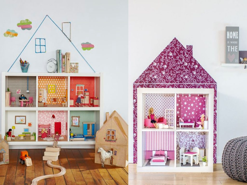 casa de muñecas en una estantería