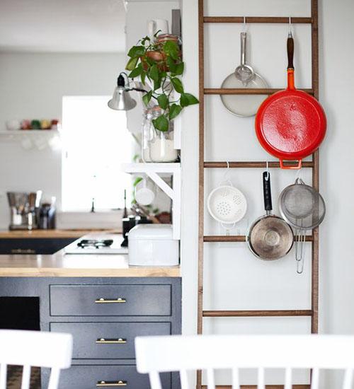 escaleras de madera en cocinas