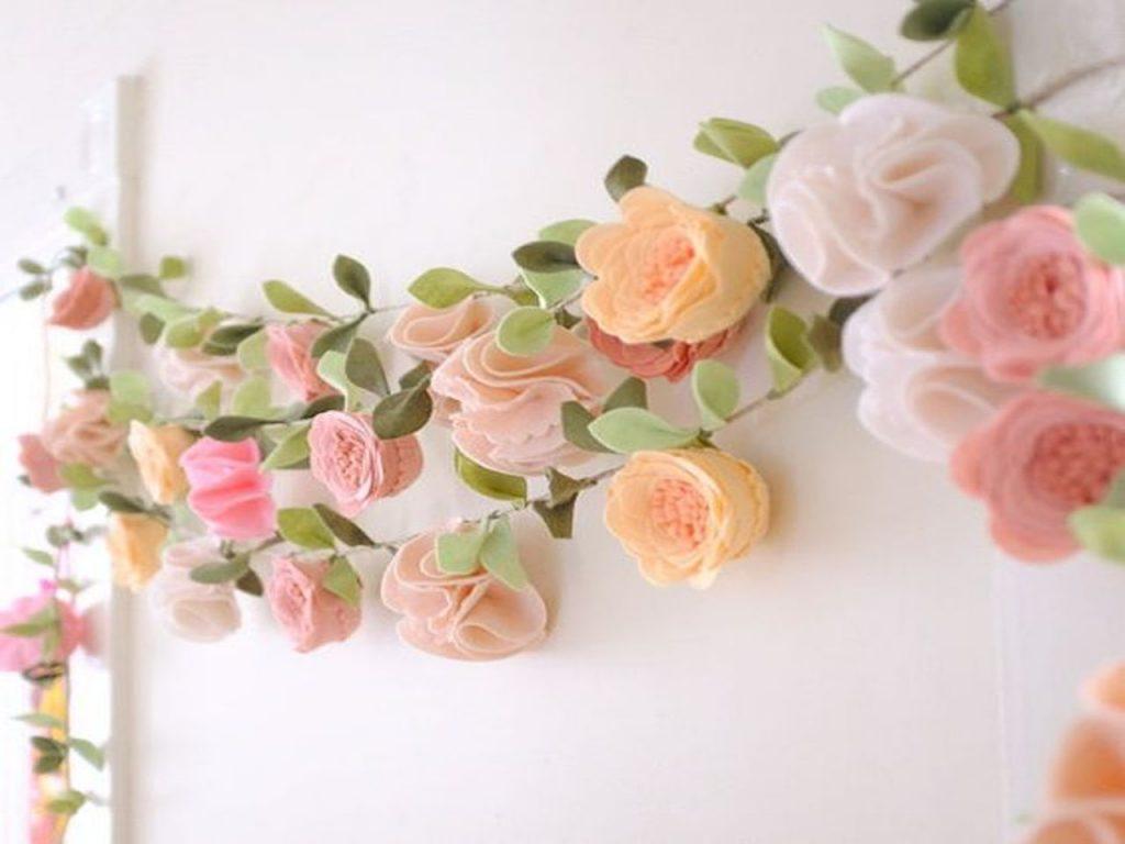 decoración con rosas guirnalda